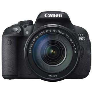 Canon EOS 700D EF-S 18-135mm 1:3,5-5,6 IS STM